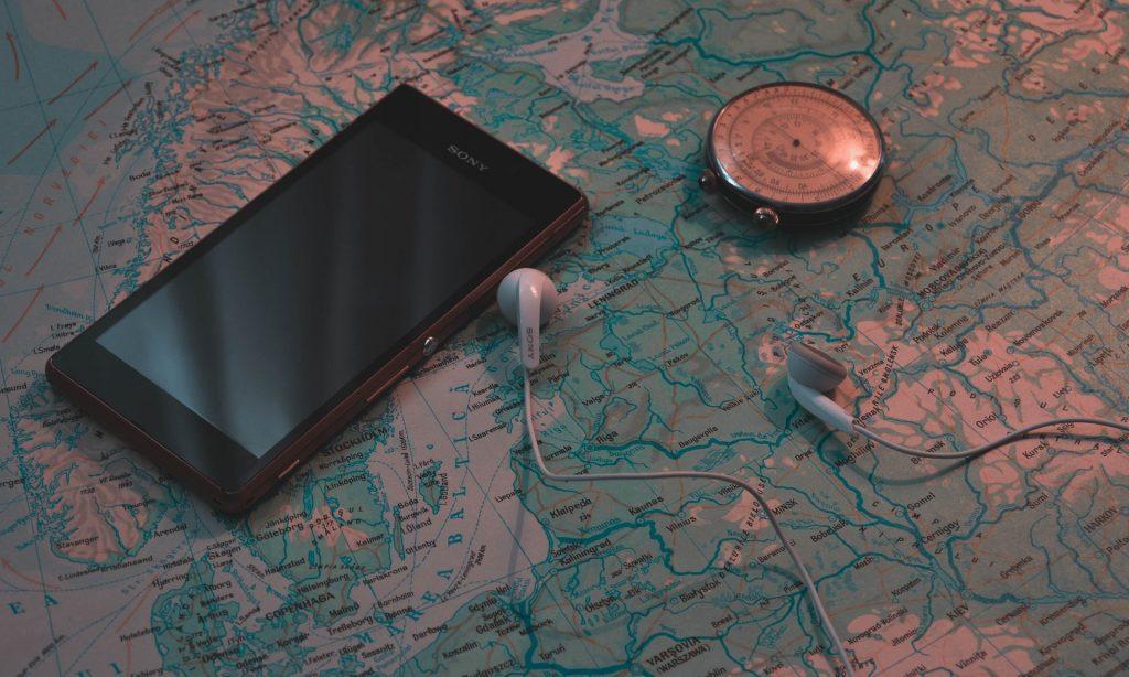 kuulokkeet maailmankartalla